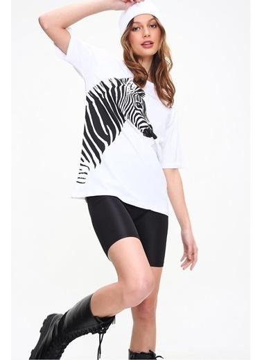 Pink Park Bisiklet Yaka Zebra Baskılı Oversize T-Shirt SMD-XTE5858 Beyaz